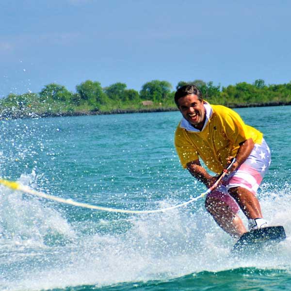 Wakeboarding attività acquatiche -